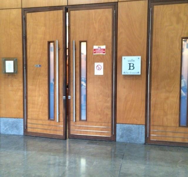 Un professeur du secondaire accusé de viol est jugé aux assises