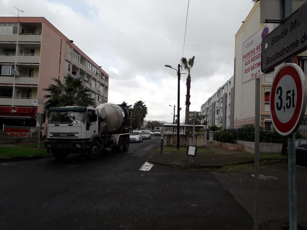 Malgré l'interdiction, des camions circulent sans arrêt à Dillon