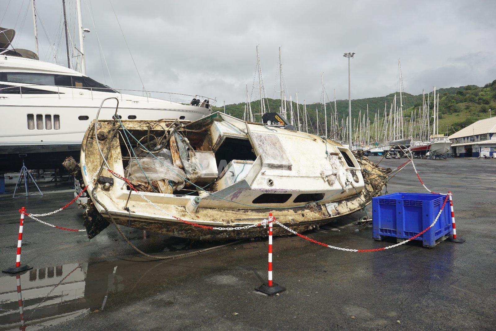 Nouvelle opération d'enlèvement d'épaves de bateaux dans la baie du Marin