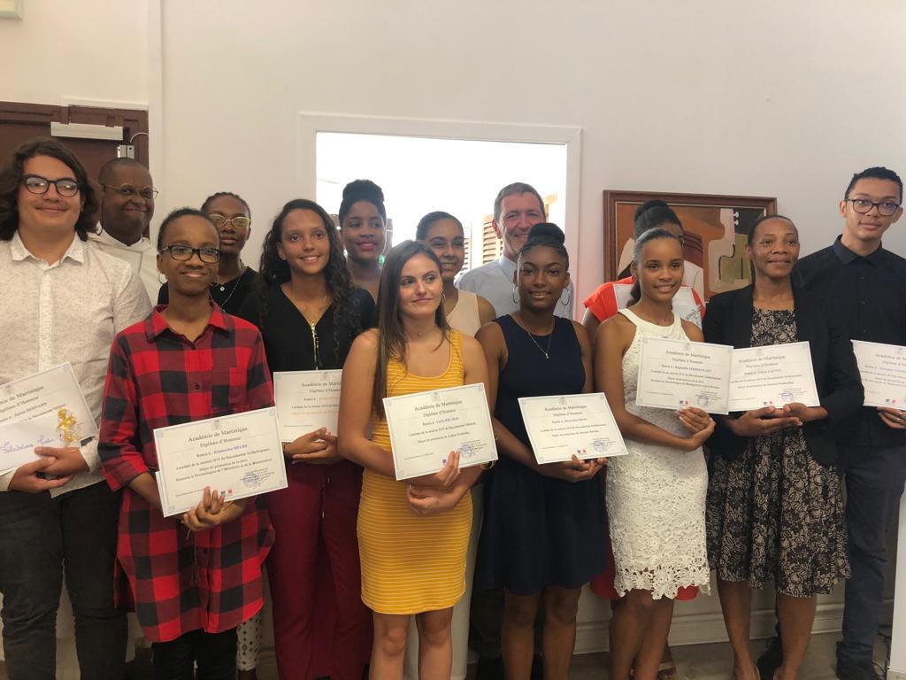12 lycéens majors de leur promotion récompensés