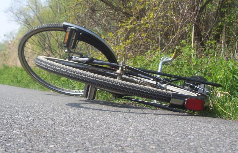 Il percute un cycliste et menace la victime