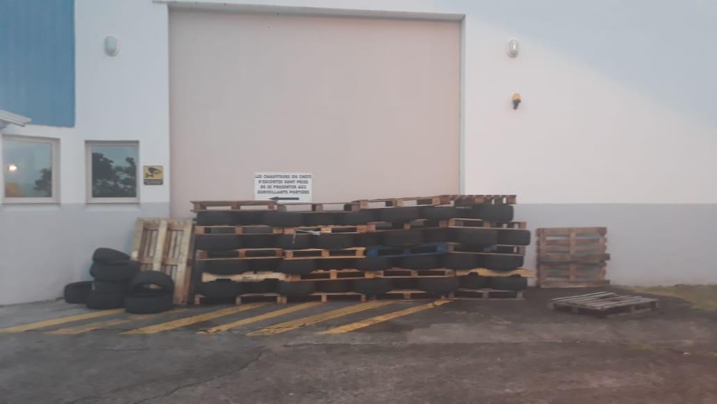 Les surveillants de prison ont établi des barrages à l'entrée du centre pénitentiaire de Ducos