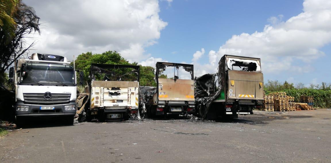 4 camions détruits par les flammes