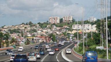 La circulation est dense sur l'autoroute ce mercredi à midi