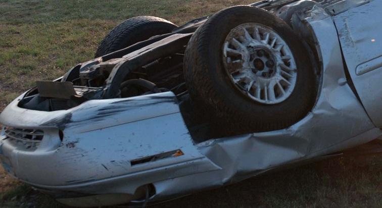 Petit-Bourg : une voiture renversée sur la chaussée à Colin