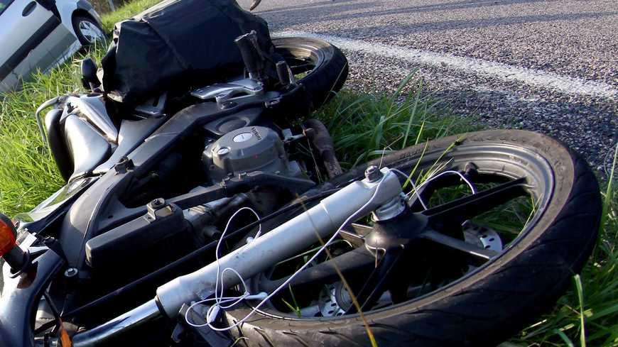 Une femme de 25 ans perd la vie dans une collision entre un deux roues et une voiture