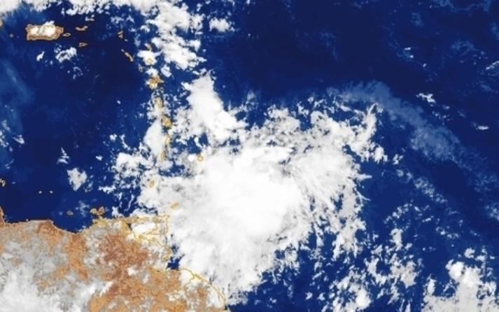 Une onde tropicale active traversera notre île cette nuit