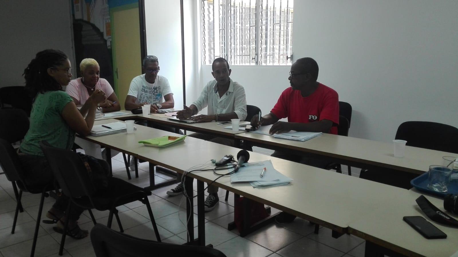 Discussions entre syndicats d'enseignants et parents d'élèves
