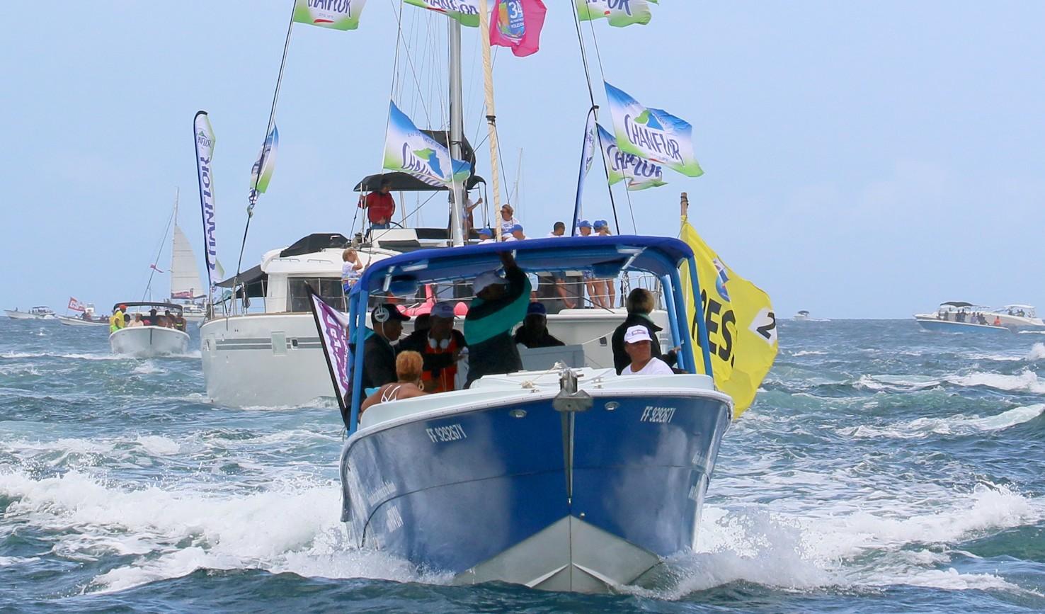 Durant ce tour de Martinique des yoles, les bateaux ne sont pas à l'abri d'une panne