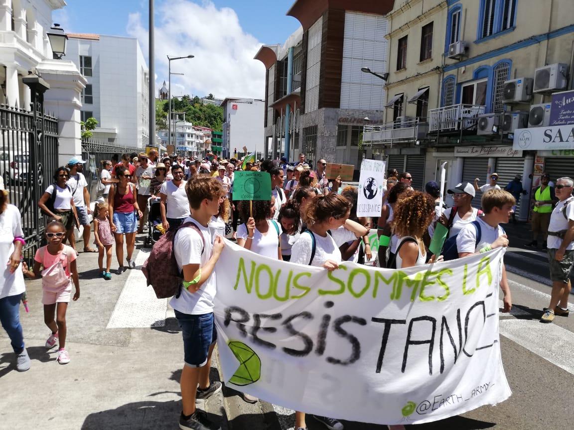 Plusieurs centaines de personnes ont marché pour le climat à Fort-de-France