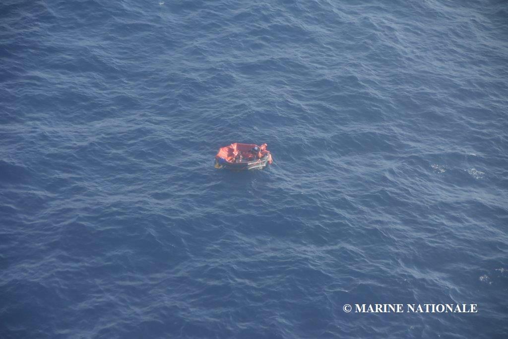 Opération de sauvetage en mer : le Bourbon Rhode a sombré. Trois radeaux de sauvetage recherchés et trois personnes rescapées