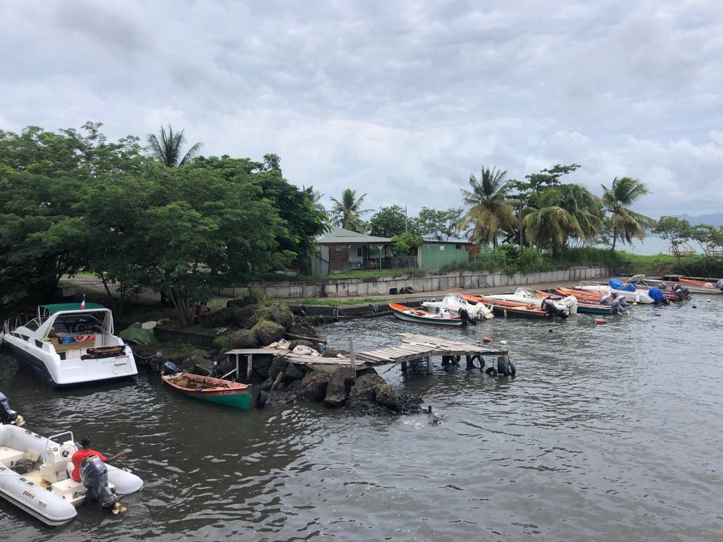 Une forte houle touche la côte Caraïbe de la Martinique