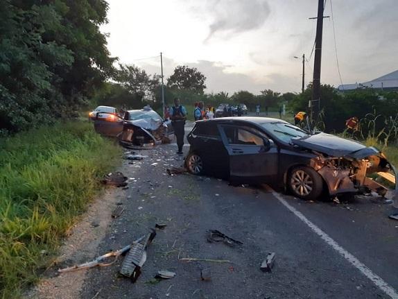 Spectaculaire accident de la route à Port-Louis