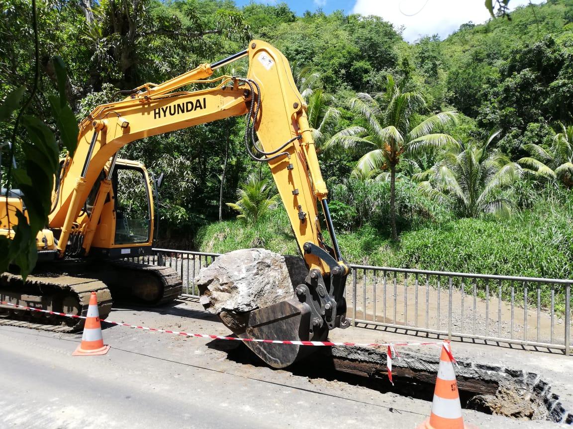 RN8 à Rivière-Pilote : les travaux se poursuivent après la découverte d'un trou dans la chaussée