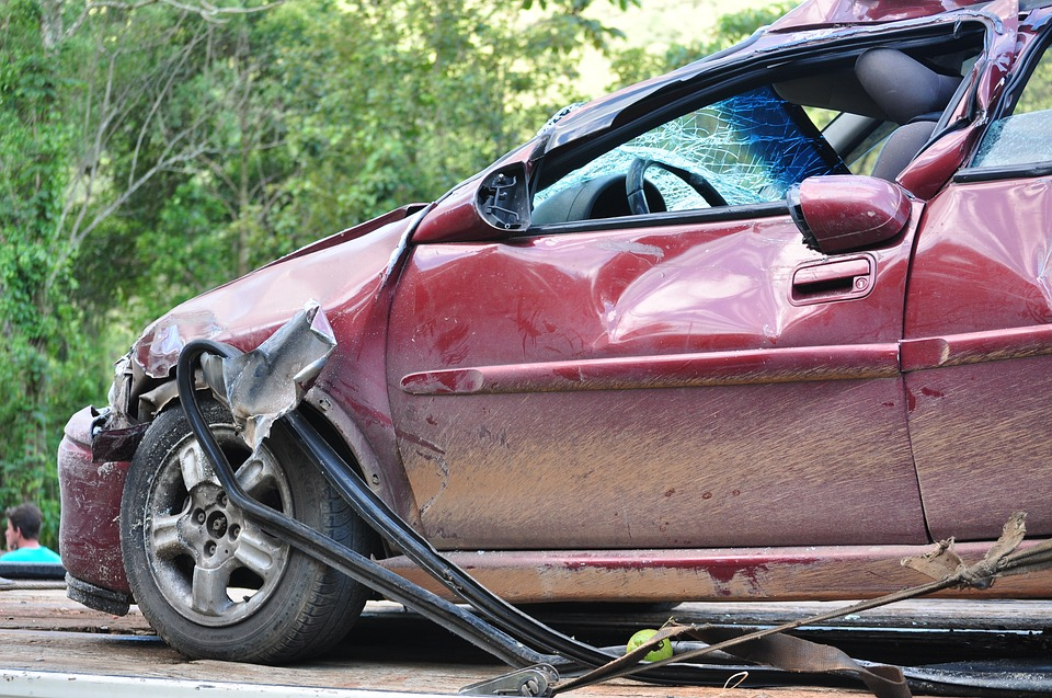 Une voiture accidentée à Destrellan