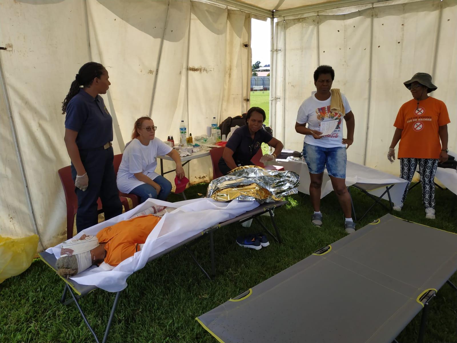 À Ducos, un exercice simule la mise en place d'un hôpital de campagne