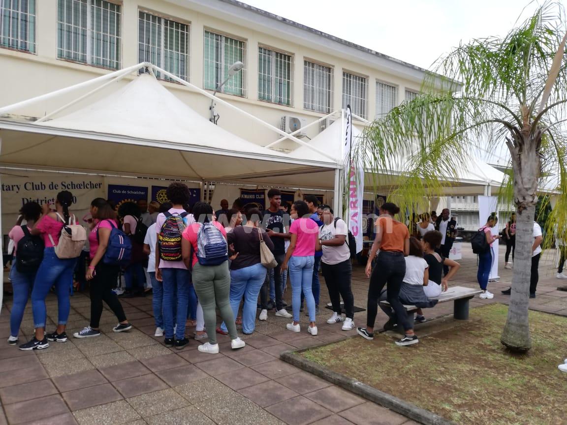 Engouement des jeunes du lycée de Bellevue pour les clubs services
