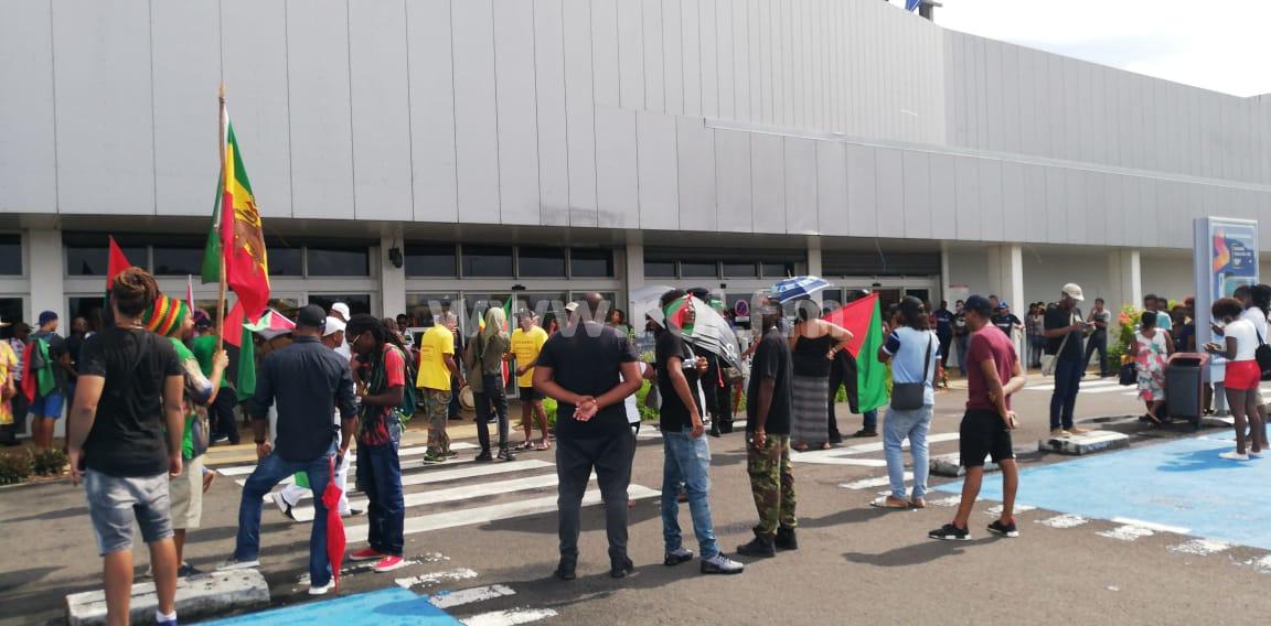 Le MEDEF et Contact-entreprises réagissent aux blocages des hypermarchés