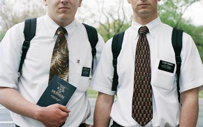 Ils braquent des missionnaires mormons dans la rue