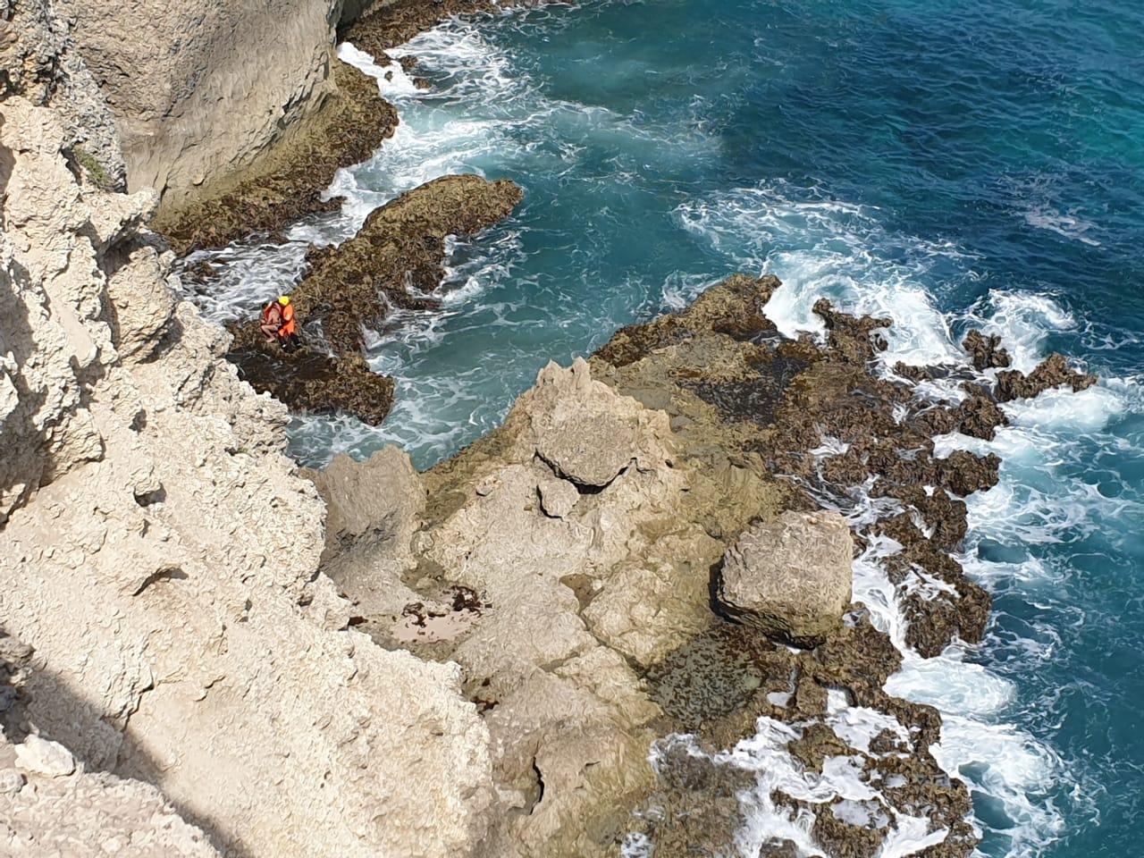 Un homme chute d'une falaise à Pointe des Châteaux