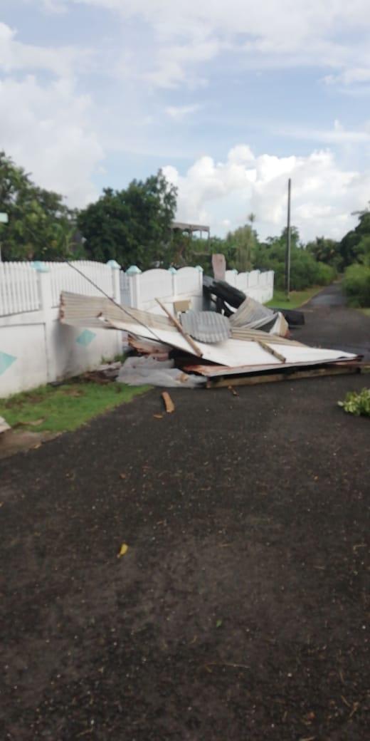 """Une """"tornade"""" provoque des dégâts à Port-Louis"""