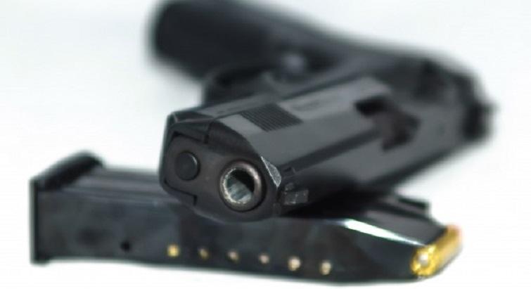 Il tire à 3 reprises avec un pistolet lors d'une dispute conjugale