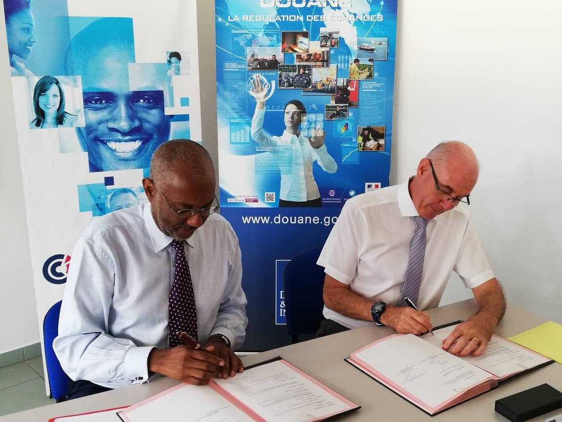 Une convention signée pour informer et former les entreprises sur les réglementations douanières