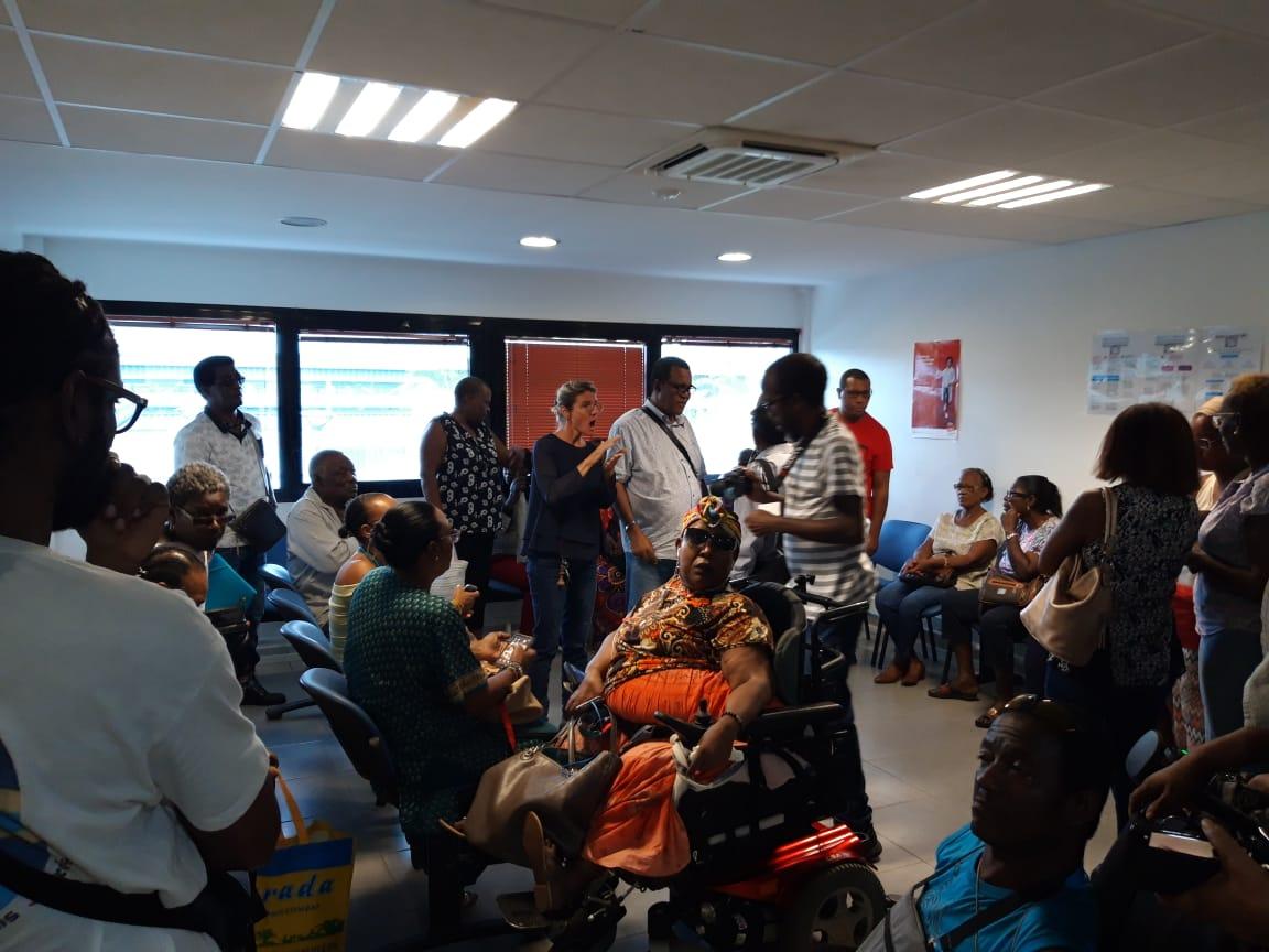 Les associations de personnes handicapées bloquent la MDPH