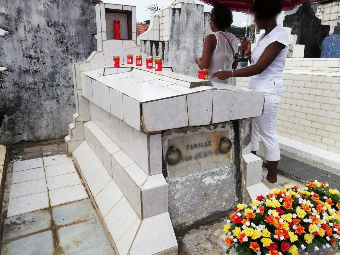Toussaint : les Martiniquais se rendent au cimetière, ce vendredi