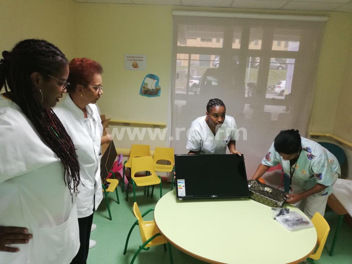 Une télévision offerte au centre de drépanocytose à la MFME