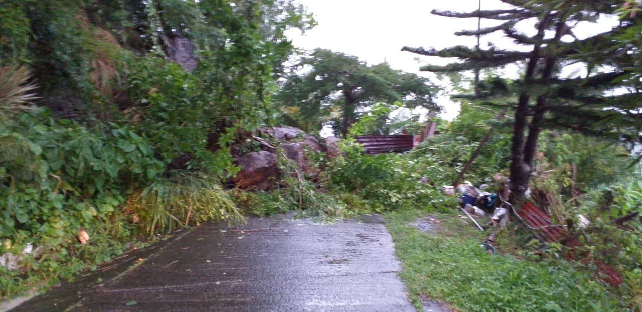 Au Vauclin, un habitant a été évacué de sa maison, suite à la chute de blocs rocheux.
