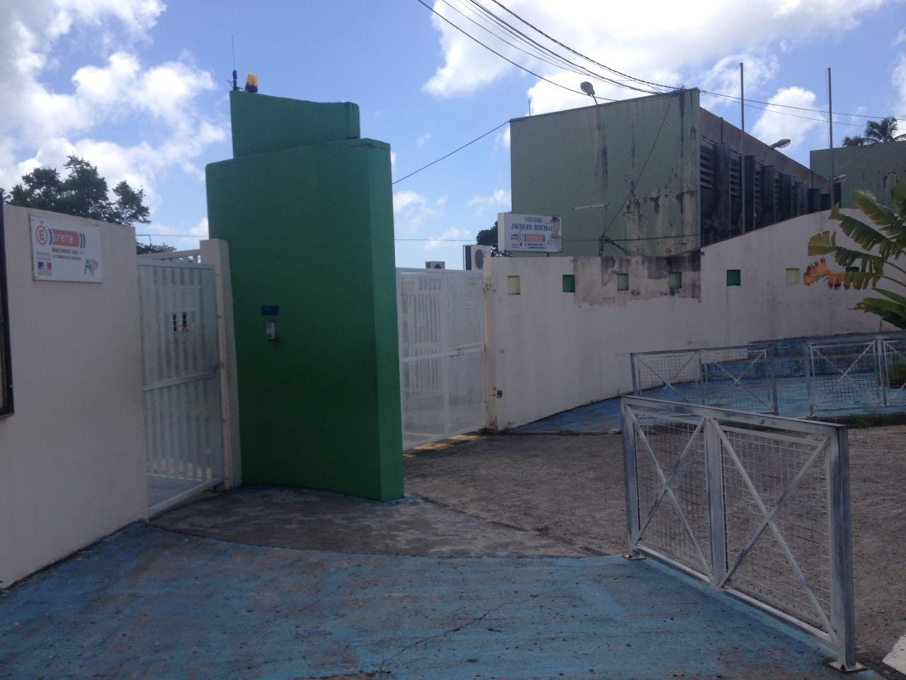 Le collège Jacques Roumain de Rivière-Pilote est toujours bloqué