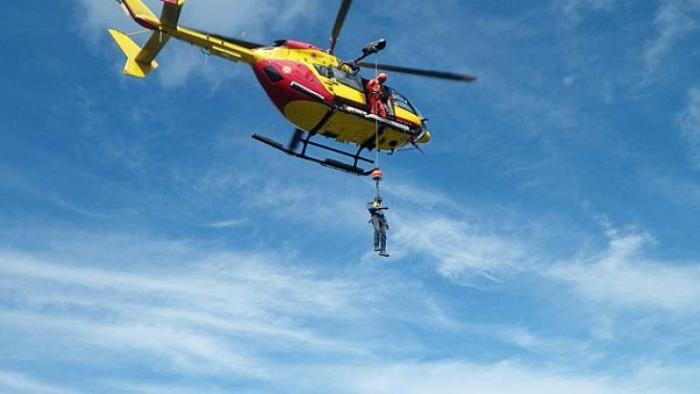 Un motard victime d'une chute de cinq mètres dans un ravin au Lorrain