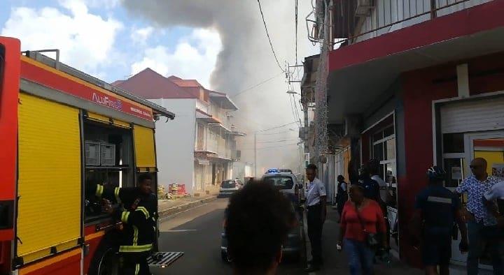 Incendie à Pointe-à-Pitre : une dizaine de maisons détruites