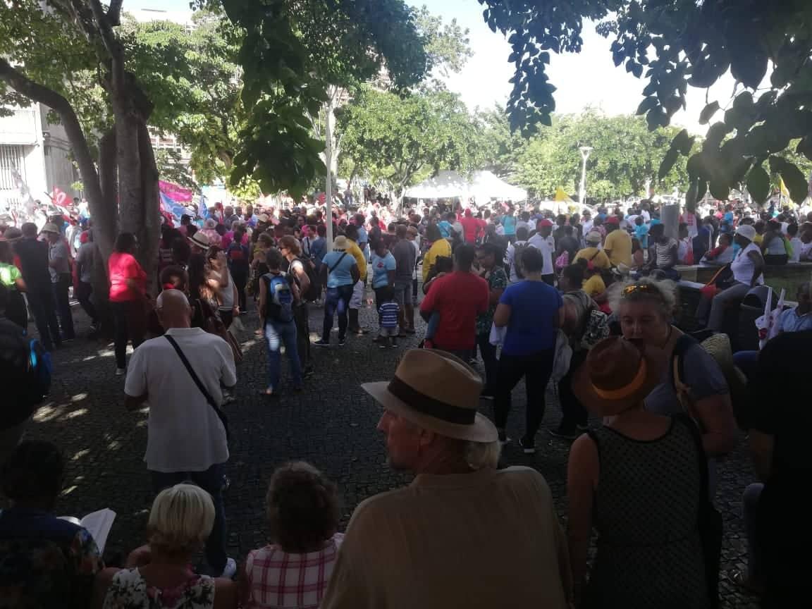 Plusieurs milliers de grévistes dans les rues de Pointe-à-Pitre