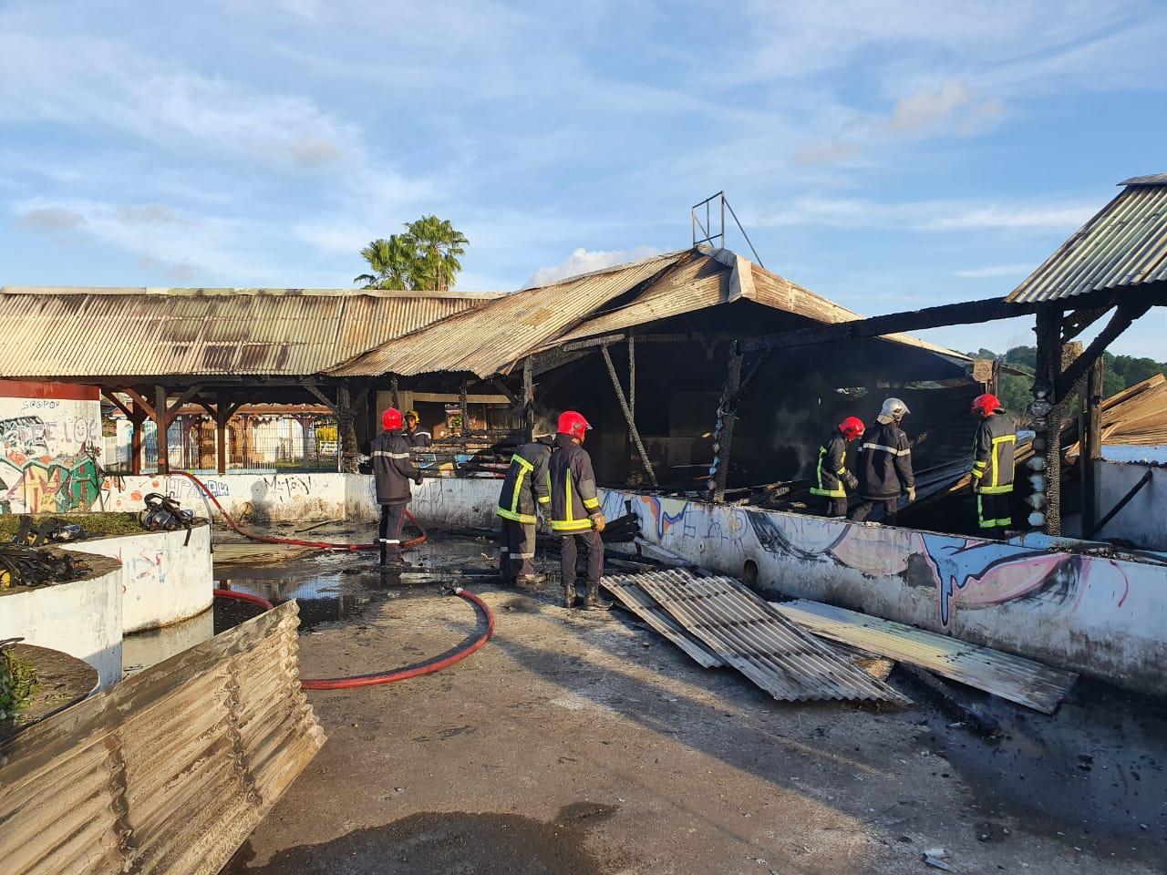 Un ex-restaurant de Schoelcher ravagé par les flammes