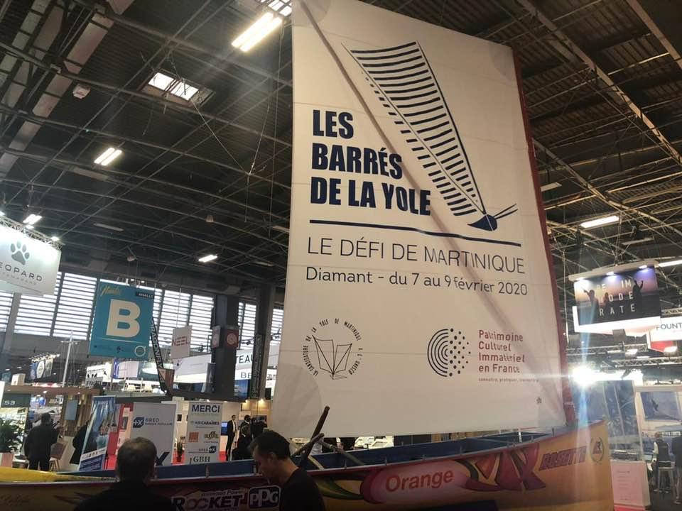 Une yole exposée au Salon Nautic de Paris
