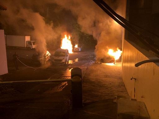 Cinq véhicules touchés par des incendies à Baie-Mahault