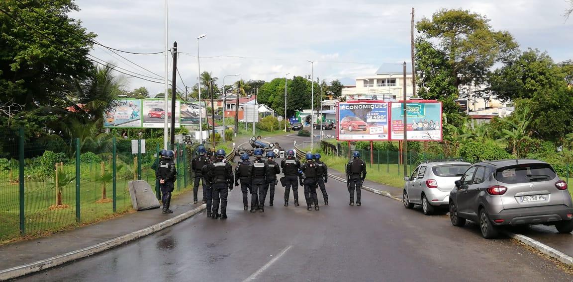 Grève à Baie-Mahault : des barrages érigés puis démantelés