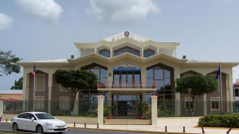 Intrusion dans une école de Baie-Mahault : cinq suspects en garde à vue