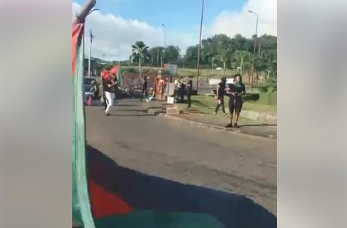 Nouveau blocage du centre commercial Océanis au Robert par les militants