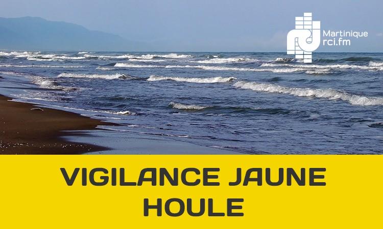 La vigilance jaune pour mer dangereuse à la côte maintenue