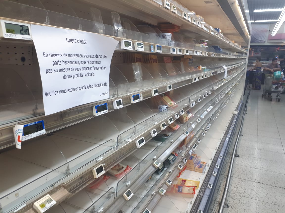 Plusieurs rayons de supermarchés non-approvisionnés en raison des mouvements sociaux en France