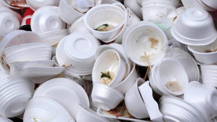 Vaisselles, gobelets jetables et cotons-tiges en plastique interdits depuis le 1er janvier 2020