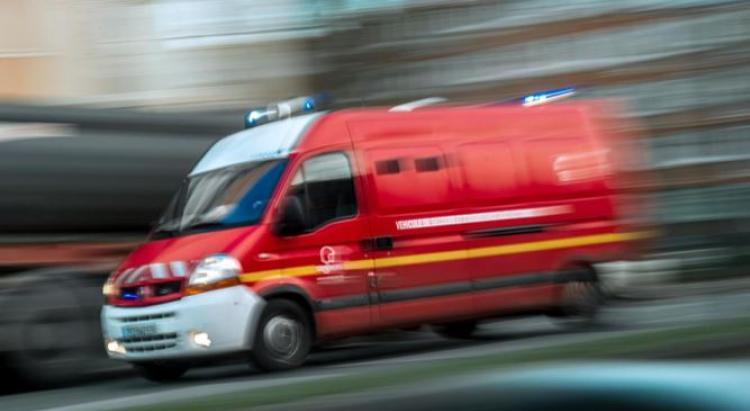 Un jeune homme blessé au cou par une arme blanche