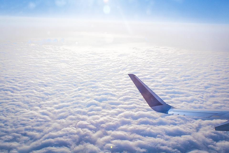 Vacances : quel est le meilleur moment pour réserver avion et hôtel ?