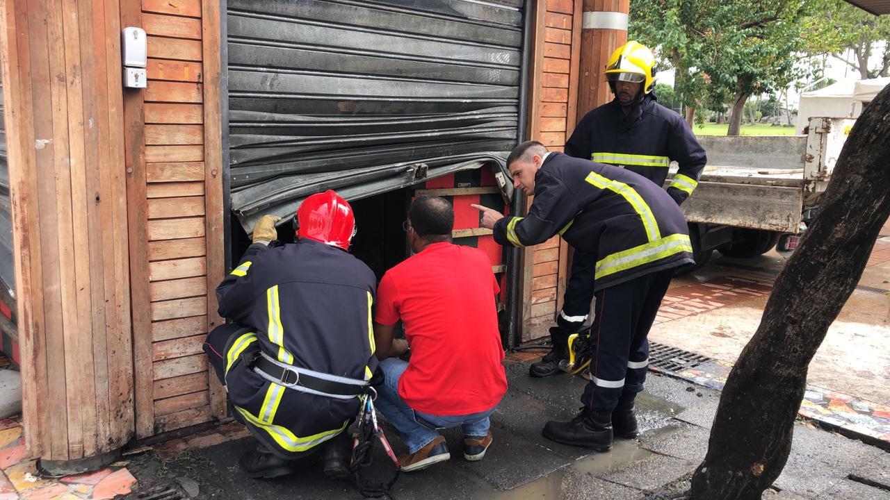 Kiosque ravagé par les flammes : les pompiers de retour sur place