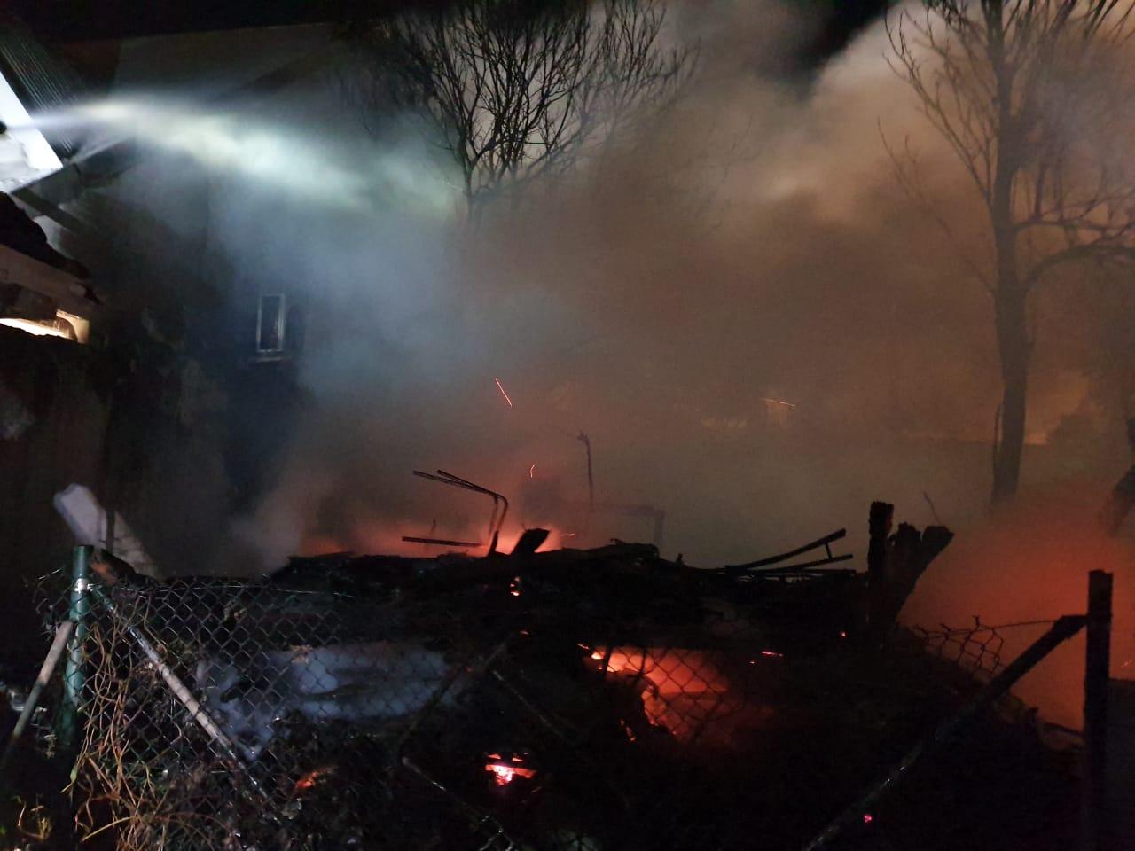 Un incendie ravage deux maisons à Basse-Terre