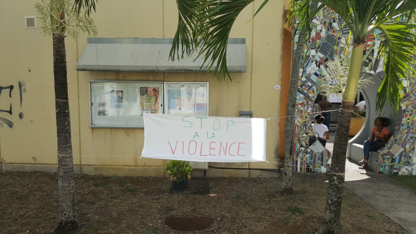 Enseignants et élèves de la faculté de lettres du campus de Schoelcher mobilisés ce jeudi matin