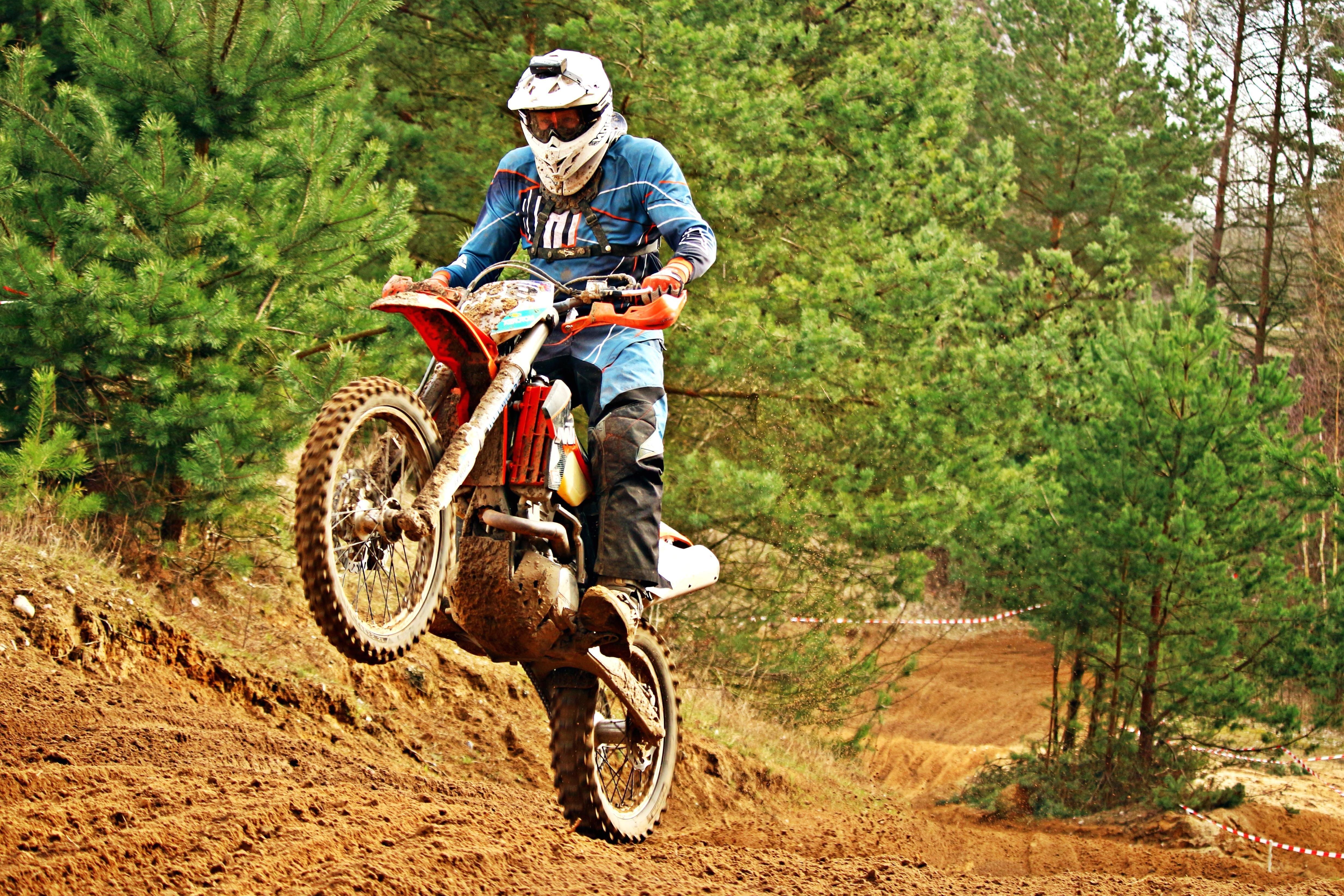 Un jeune de 21 ans gravement blessé après un accident de motocross